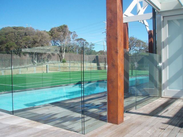 Shower screens pool fences splashbacks a peninsula for Pool privacy screen